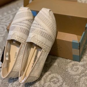 TOMS Arrow Embroidered Mesh Womens Classics